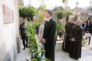 FOTO: spletna stran Društva Aleksandrinke, predsednik RS, g. Borut Pahor, poklon aleksandrinkam v Kairu